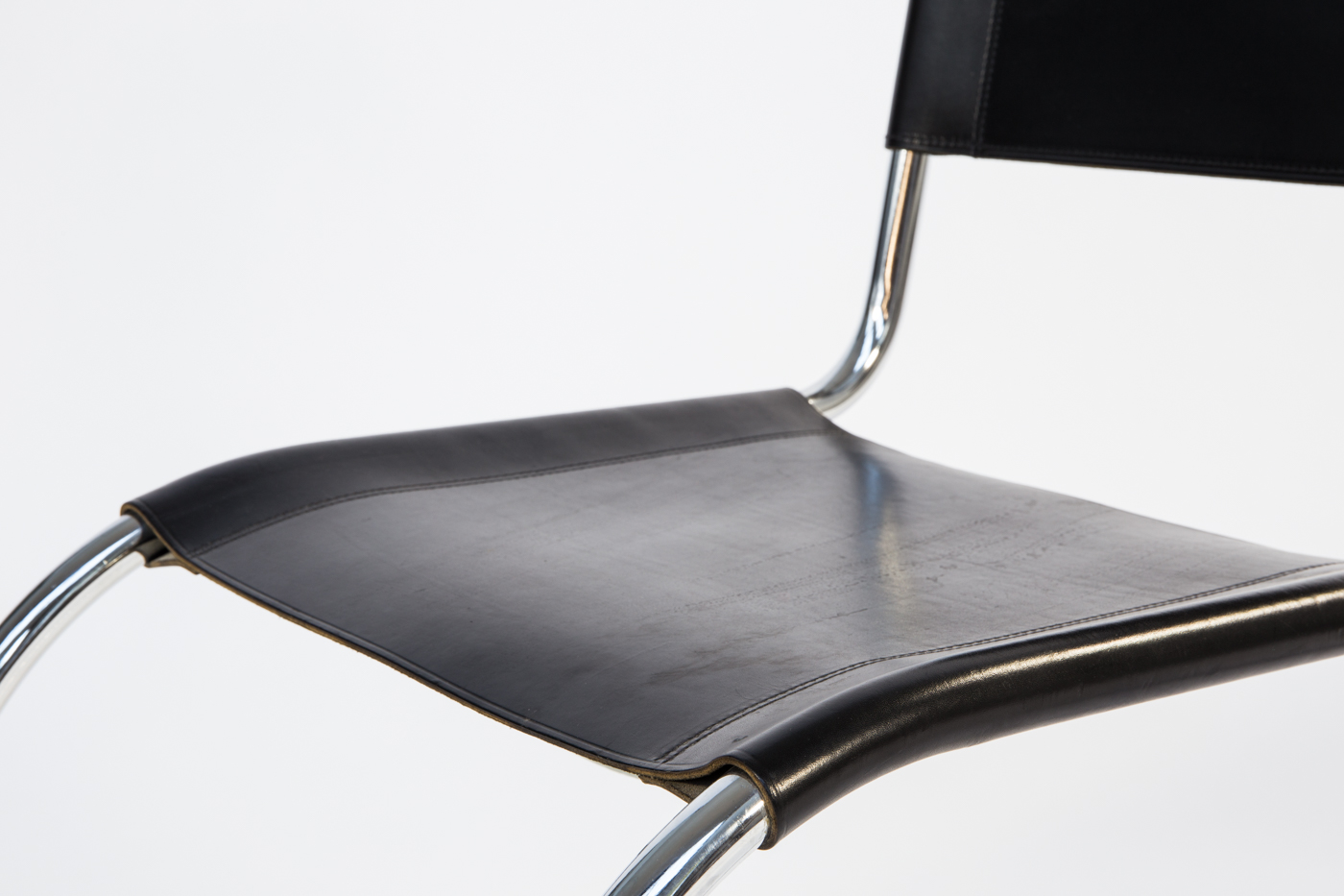 Ludwig Mies van der Rohe, cantilever chair MR 10 (2)