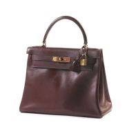 HERMES Paris Sac 'Kelly' 28 cm en box souple rouge 'Hermès', tirette,