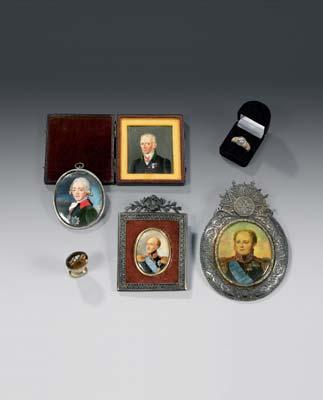 bague d'homme en or rose ciselée en motifs d'écailles, sertie sur argent d'un diamant pesant environ 0,70 carat.