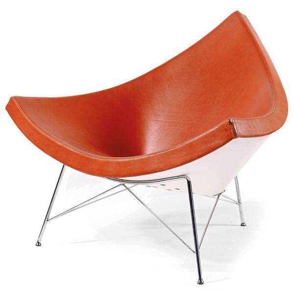 Georges NELSON (1908-1986) & VITRA (Éditeur) Fauteuil 'Coconut', modèle créé en 1955, piétement tripode tubulaire métallique chromé reliéà la coque par des tiges de métal chromé. Profonde coque triangulaire en fibre de verre renforcée de résine, formant assise et dossier, recouverts de cuir orangé piqué sellier. Étiquette de l'éditeur sous la coque. Haut. 83cm - Larg. 102cm - Prof. 78cm