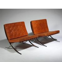 Ludwig MIES VAN DER ROHE (1886 - 1969) Paire de chauffeuses Barcelona