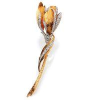 FABERGÉ Clip de corsage en or jaune et platine stylisé d'une fleur à l
