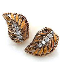 Paire de clips d'oreilles en or stylisés de feuilles ornées d'une nerv