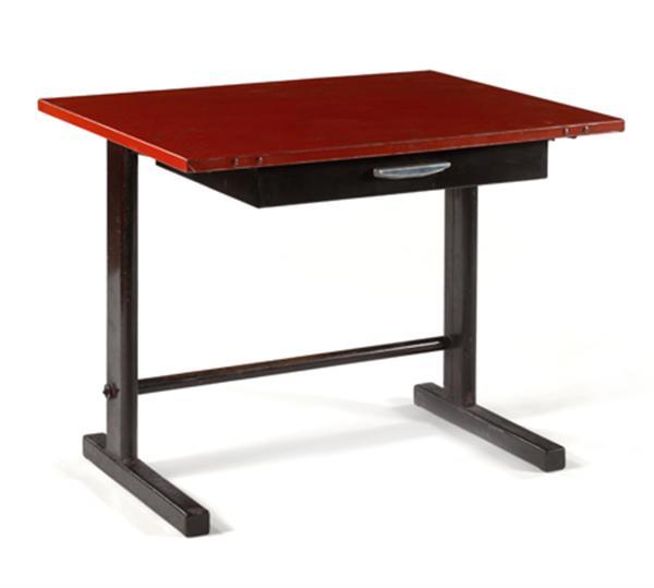 Jean PROUVÉ (1901-1984) Table démontable 'Tropique n°501', 1951, structure métallique, piétement formant T asymétrique en métal laqué noir, plateau en métal laqué rouge, tiroir en ceinture en métal laqué noir, prise en aluminium. Haut. 72cm - Long. 90cm - Prof. 70cm