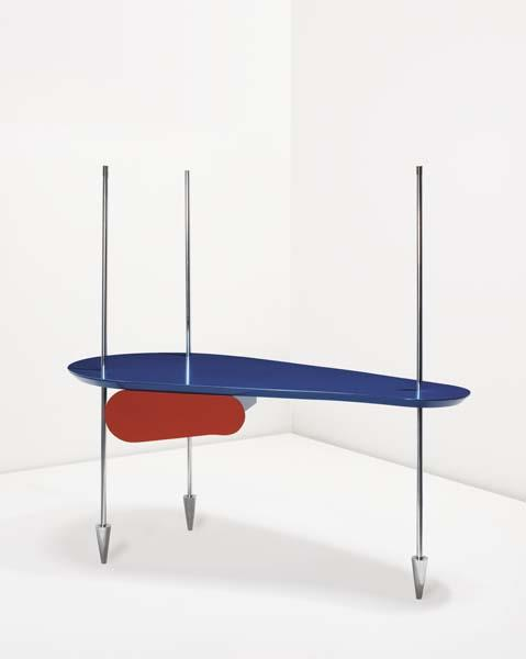 Table with arrows