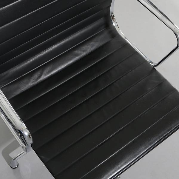 "Charles Eames, Ray Eames: ""Aluminum Group Side chair"". A pair of armchairs with four-star aluminum foot. Seat and back upholstered with black leather. (2)"