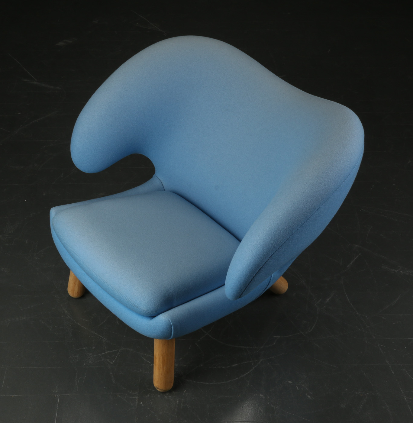 Finn Juhl. Armchair 'pelican', light blue wool