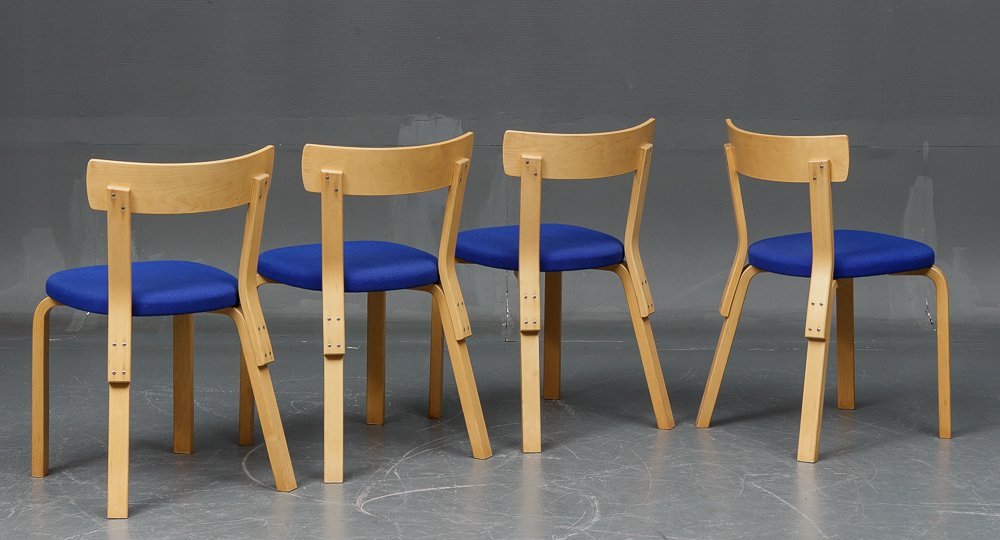 Alvar Aalto. Round table and four low-back chairs (5)