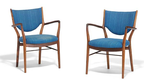 """Finn Juhl: """"FJ 46"""". A pair of Brazilian rosewood armchairs. Seat and back upholstered with striped blue wool. Made by cabinetmaker Niels Vodder. (2)"""