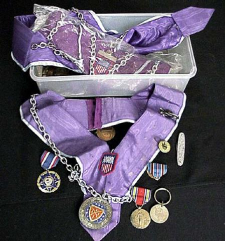 Lot of assorted medals.