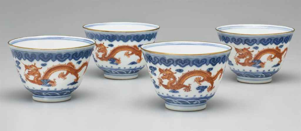 A SET OF FOUR IRON-RED-DECORATED BLUE AND WHITE WINE CUPS