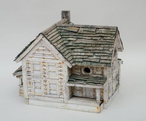 AMERICAN CLAPBOARD BIRD HOUSE