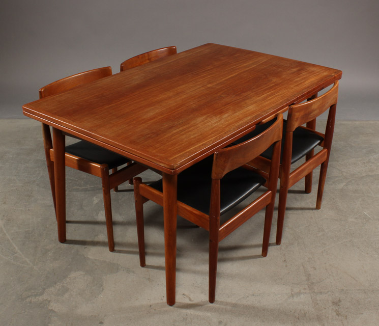 Grete Jalk. Dining table with Dutch leaves with four chairs (5)