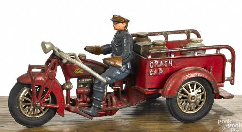 Hubley cast iron Indian Crash Car three-wheel motorcycle with three wooden barrels, 11 1/2NULL l.