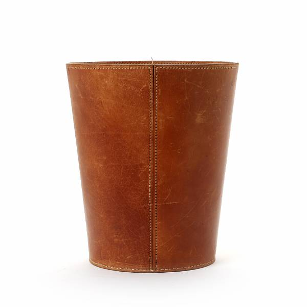 Carl Auböck: Litter bin of patinated leather with an oval brass handle. Manufactured for Illums Bolighus. H. 29.5 cm.