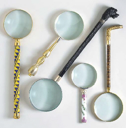 A GROUP OF VARIOUS MAGNIFYING GLASSES,