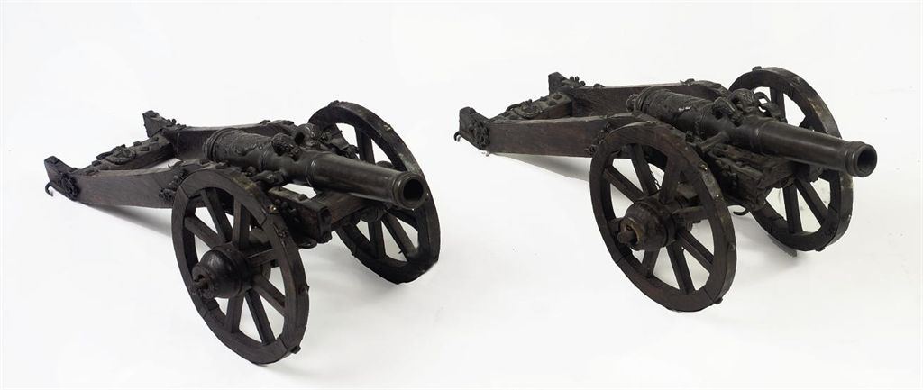 A PAIR OF DUTCH BRONZE SALUTING CANNON