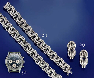 """A STAINLESS STEEL CHRONOGRAPH """"NAVITIMER"""" WRISTWATCH, BY BREITLING"""