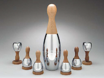 A 'BOWLING PIN' CHROMED METAL AND MAPLE COCKTAIL SET