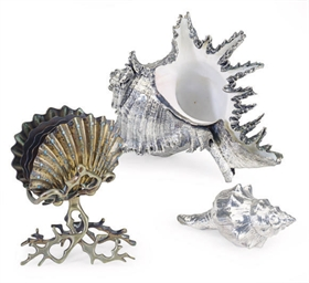 A GROUP OF TWO SILVER-PLATED SEA SHELLS AND A GILT-METAL SHELL-FORM LETTER STAND,