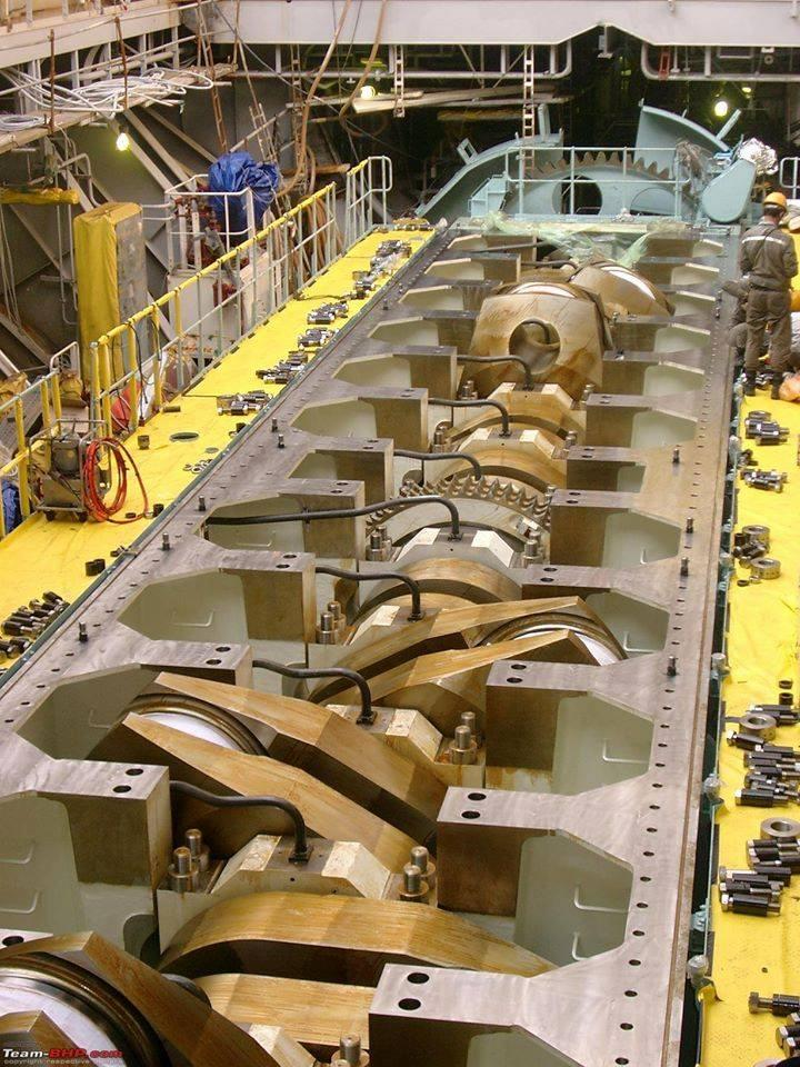 The open crankcase and crankshaft of a Wärtsilä-Sulzer 12 cylinder marine diesel engine.jpg