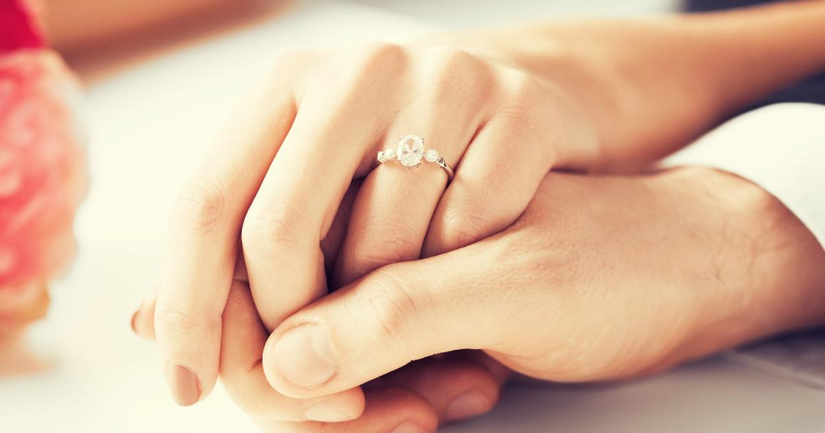 Обручальное кольцо на своей руке во сне 529