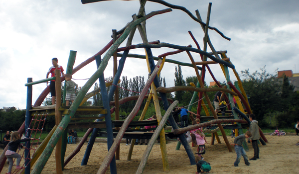how to build a playground with wooden posts