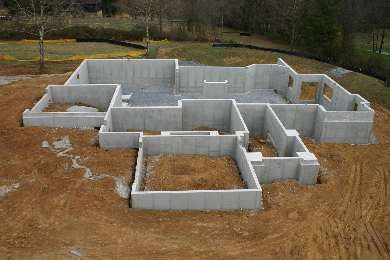 Custom home building 101 for Building a basement foundation