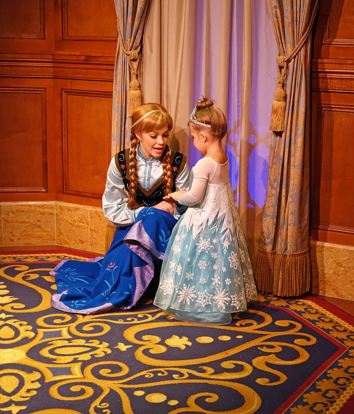 tips for meeting elsa and anna at disney world. Black Bedroom Furniture Sets. Home Design Ideas