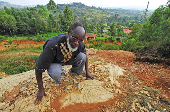Kisii Sculptor, Elkana Ong`esa, Rockart, African Rock Art, History of Rock Art, rock art techniques, David Coulson, Africa, carvings, Paintings, Art, Petroglyph, Paleoloithic, Palaeolithic, Archeology, Archaeology