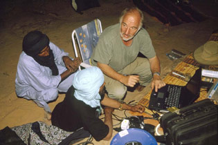 Heinz Ruther explains to Tuareg guides how composite photographs are achieved whilst on expedition in southern Algeria.