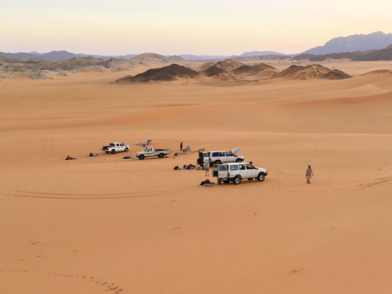 TARA Safari team in the Nigerienne Sahara