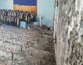 Graduation ceremony in a destroyed hall at Taiz University (Photo by: Yemen Akhbar).