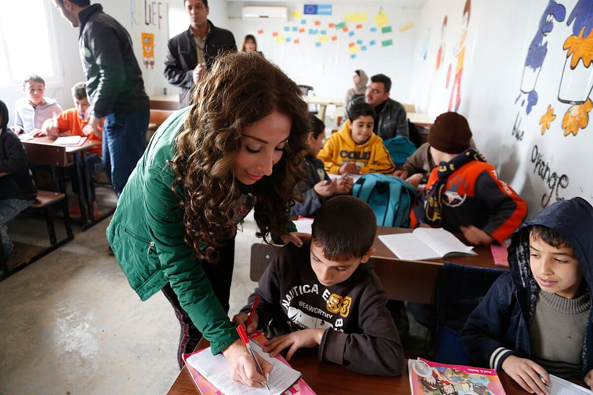 How Teachers Help Students Whove >> Canadian Teachers Offer A Refugee Education Handbook Al Fanar Media