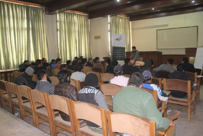 Students attend a lecture at Idlib University (Photo: Ahmed al-Ogla).