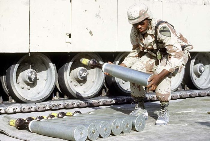 A soldier examines an armor-piercing round using depleted uranium to be used in a U.S. tank during Operation Desert Shield in 1991 (Photo: U.S. Department of Defense).