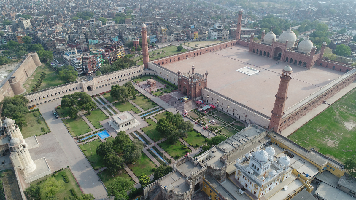 Lahore Fort Complex: Alamgiri Gate | Aerial view over the Lahore