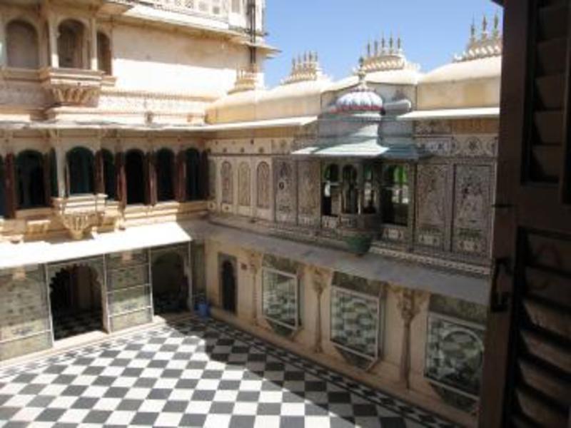 20110801081006-bin_udaipur-palace2