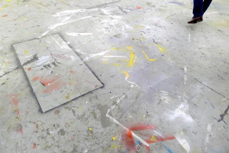 20111128052038-studio_floor