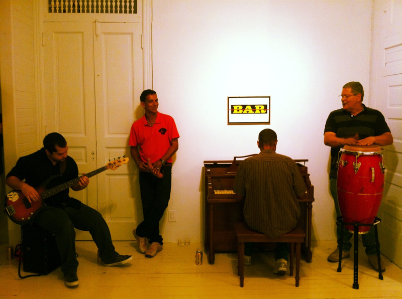 20120727001755-pianobar_02