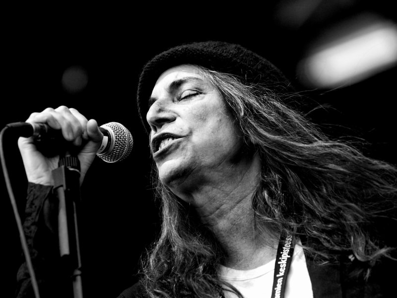 20141023122002-patti_smith_performing_in_finland__2007