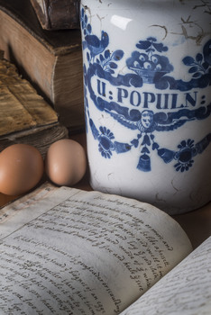 20160810130413-receipt_book_with_eggs_and_apothecary_jar__c__rcp_photography_by_john_chase