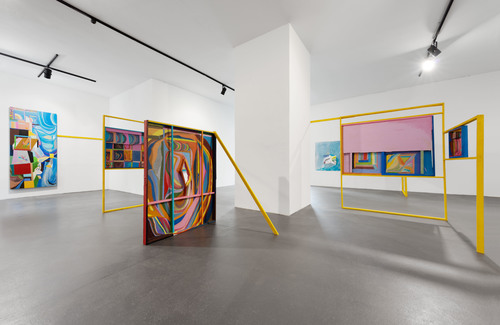 20160924160238-chris_johanson_imperfect_reality_with_figures_and_challenging_abstraction_installation_view_2016_the_conversation_berlin_02
