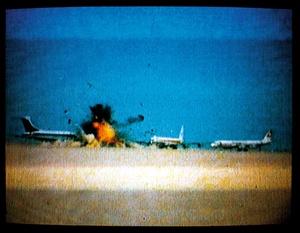 20161027104148-johan_grimonprez-three_hijacked_jets_on_desert-amman_jordan_12_sept_1970-_kopie