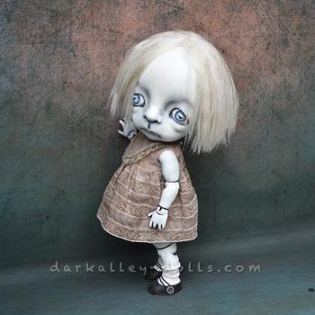 20161102193224-dark_alley_bjd_art_doll