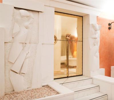 20161107201503-scultura_hotel_giberti
