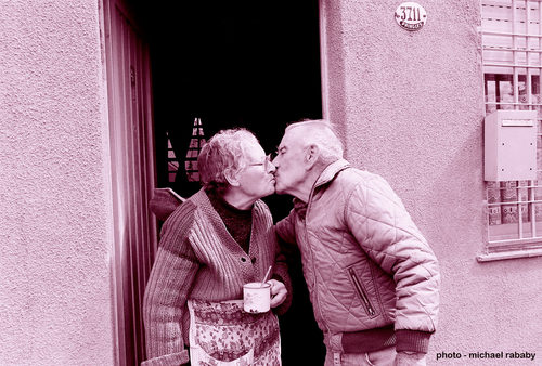 20161210184547-couple-kissing-argentina-6147600-r1-e001