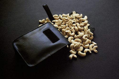 20170714015322-horaires_d_ouverture-_raw_cashews_and_leather_pouch-_5