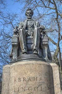 20170725200036-sitting_lincoln