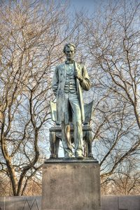 20170725200045-standing_lincoln